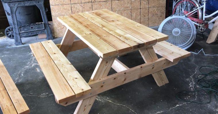 A 4′ picnic table